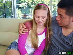 19yo Huge Creampie Fills Up Her Beautiful Teenage Pussy